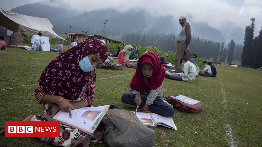 kashmir's-open-air-classes-offer-stunning-solution-to-lockdown