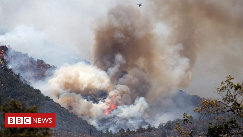 apple-fire:-massive-california-wildfire-forces-evacuations