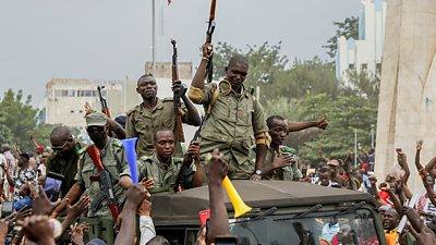 mali-president-and-pm-arrested-by-mutinying-soldiers-in-apparent-coup-attempt