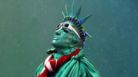 us-economy-is-a-hologram-composed-of-memes-like-tesla-–-max-keiser