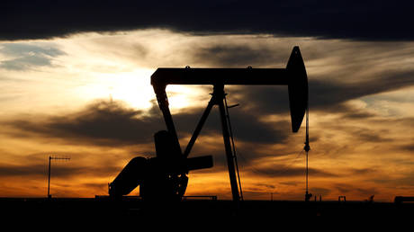 opec-in-trouble-as-oil-outlook-worsens