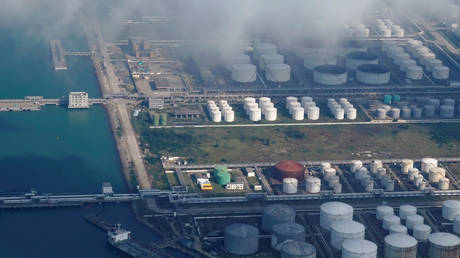 china's-oil-imports-are-falling-as-storage-fills-up