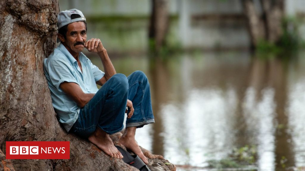 in-pictures:-hurricanes-leave-hondurans-homeless-and-destitute