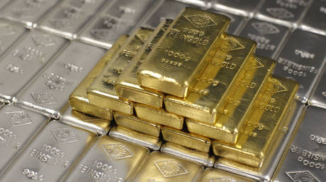 silver-lining-of-the-crisis:-white-metal-outshines-gold-amid-best-decade-for-precious-metals