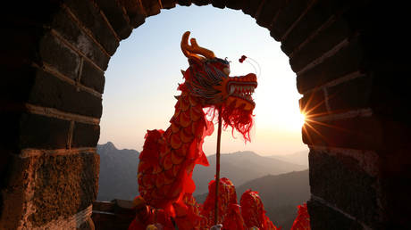 china's-century:-yuan-to-dethrone-us-dollar-as-major-global-currency,-trend-forecaster-tells-max-keiser