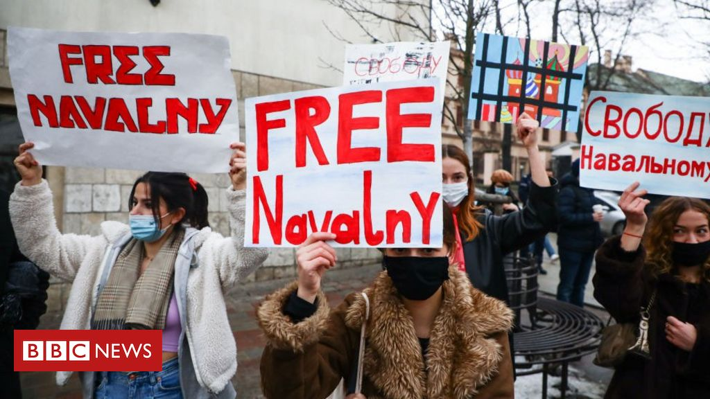navalny-protests:-russia-threatens-tiktok-with-fines-over-protest-posts