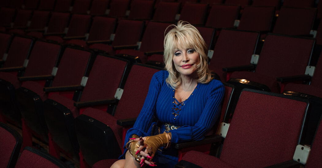 dolly-parton,-who-helped-fund-the-moderna-vaccine,-gets-a-'dose-of-her-own-medicine.'