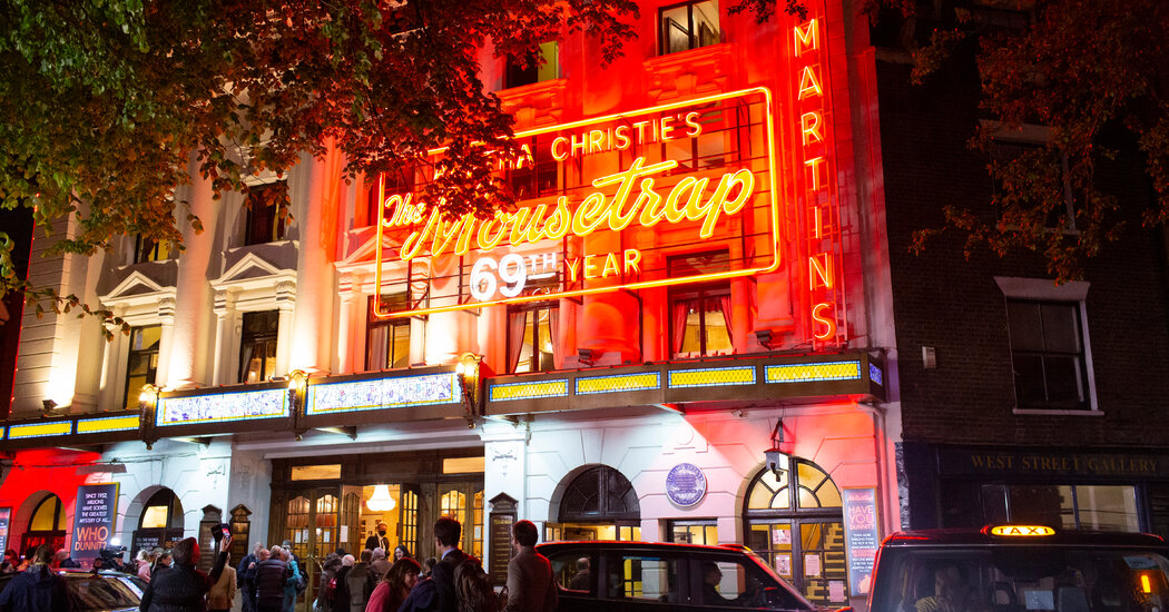 london-theater-reopens-with-west-end's-comeback