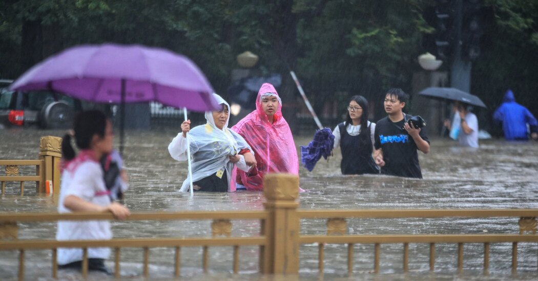 heavy-floods-in-china-trapped-passengers-in-subway,-killing-12