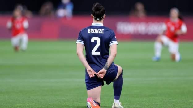 tokyo-olympics:-team-gb-women's-football-take-the-knee