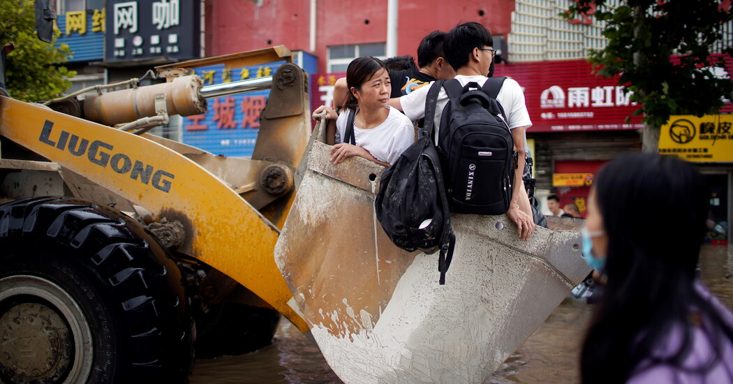 floods-in-china-leave-many-stranded