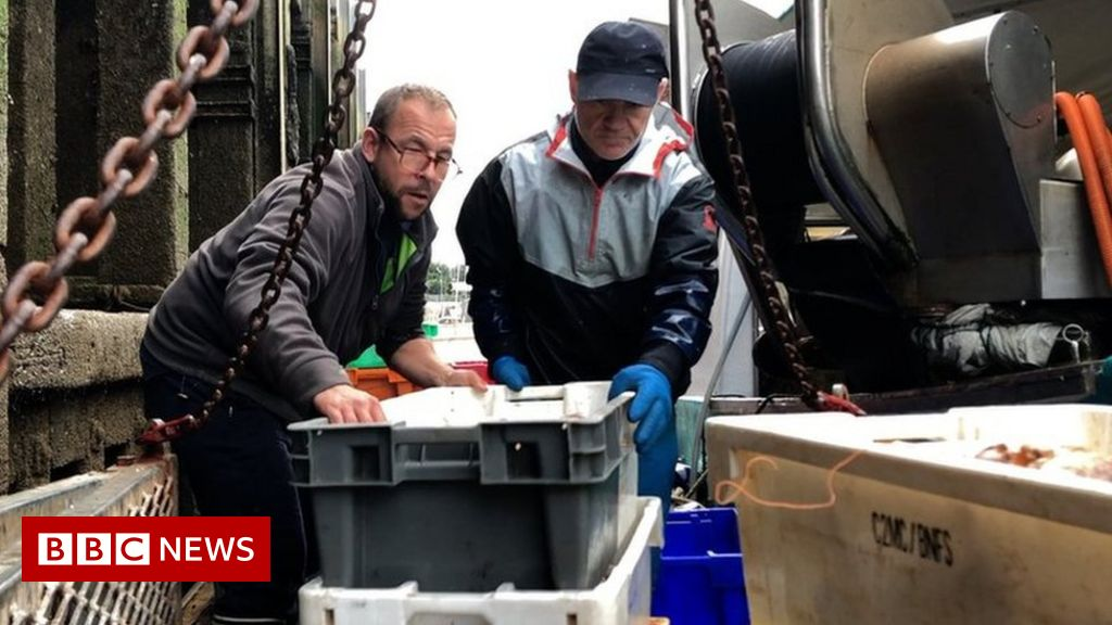 french-fishermen-warn-of-blockades-in-uk-licence-row
